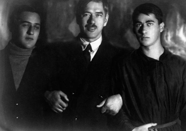 Корней Чуковский с сыновьями Николаем и Борисом, 1927 год.