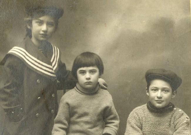 Дети Корнея Чуковского: Лидия, Борис и Николай. Куоккала, прим. 1914 г.