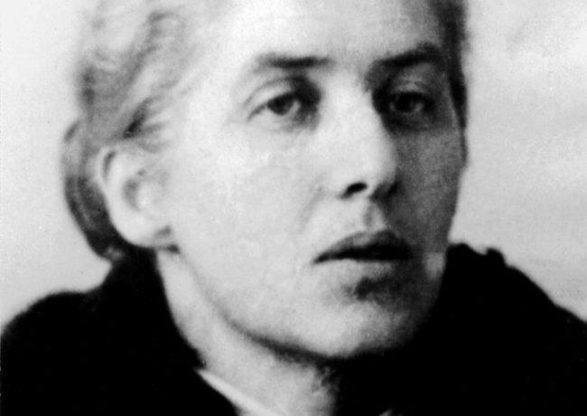 Лидия Чуковская. 1947. Фотография на паспорте Л.Ч.