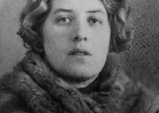 Лидия Чуковская. 30-ые годы. Фотография на паспорте Л.Ч.